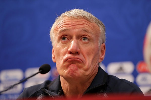 didier deschamps and microphone conference
